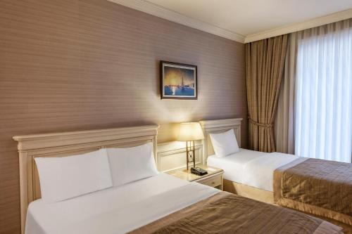 Elite World Prestige Hotel Стандартный семейный номер