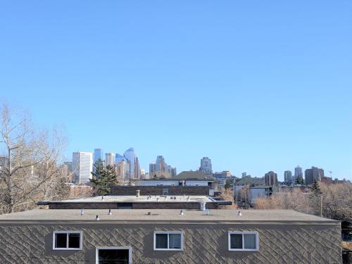 Three-Bedroom House with Balcony #33 Sunalta Downtown - Calgary, AB T3C 1C1