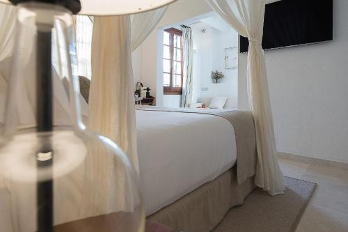 Deluxe Junior Suite - single occupancy S'Hotelet d'es Born - Suites & SPA 2