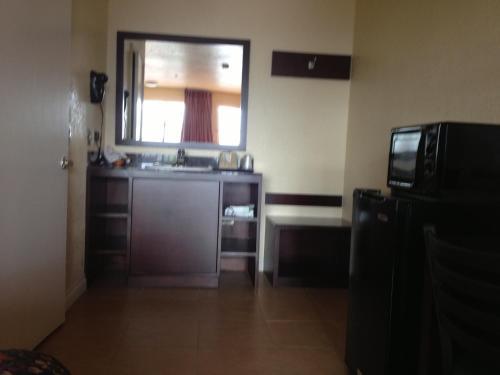 Budget Inn Anaheim/Santa Ana - Santa Ana, CA 92703