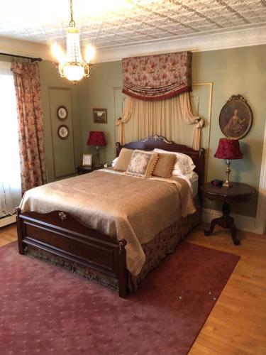 Penley House Bed & Breakfast - Auburn, ME 04210