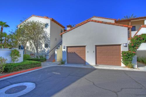 2 Bedroom Villa In La Quinta Ca (#lv215)
