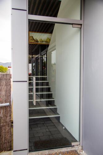 27 The Lane, Te Anau 9600, New Zealand.