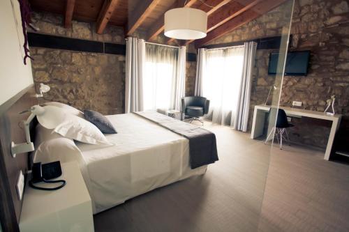 Superior Double or Twin Room Hotel Restaurante Masía la Torre 37