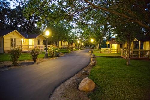 Wonder Valley Ranch Resort - Accommodation - Pine Flat Lake