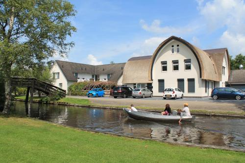 __{offers.Best_flights}__ Hotel Giethoorn
