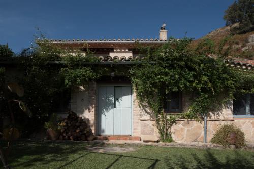 Casa de 2 dormitorios El Vergel de Chilla tiene 3 alojamientos Abejas 1 Abejas 2 y Libélula 27