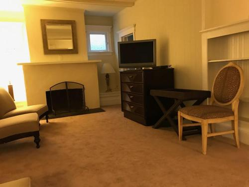 Shore Home - Ventnor City, NJ 08406