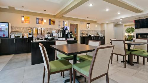 Best Western PLUS Fort Saskatchewan Inn & Suites - Fort Saskatchewan, AB T8L 0B2