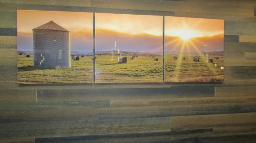 Days Inn & Suites by Wyndham Brooks - Brooks, AB T1R 1P7