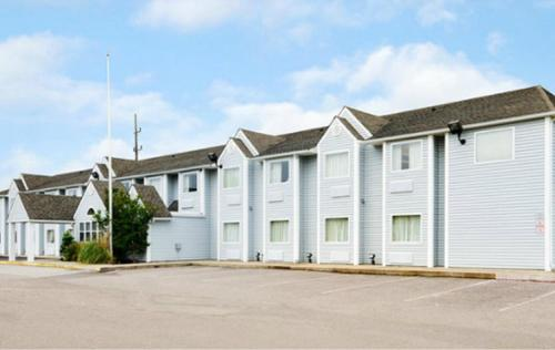 . Americas Best Value Inn and Suites Ada