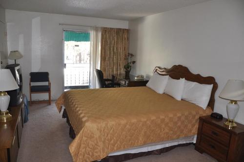 Cedar Inn & Suites - Lake Tahoe, CA 96150