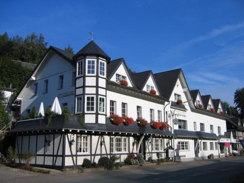 Landhotel Menke - Hotel - Brilon