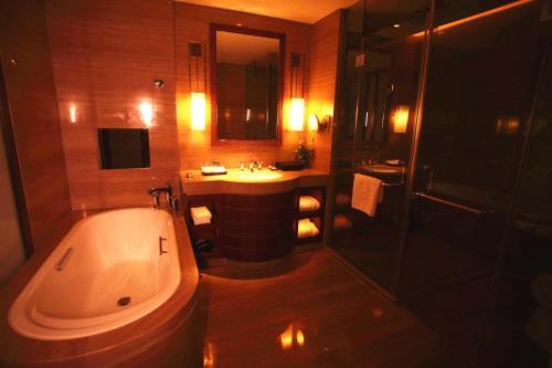 . Zhongjian Yanqi Lake View Hotel