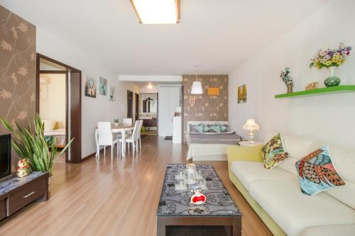 Joy City Deluxe Two-bedroom Apartment photo 2
