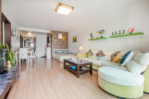 Joy City Deluxe Two-bedroom Apartment photo 4