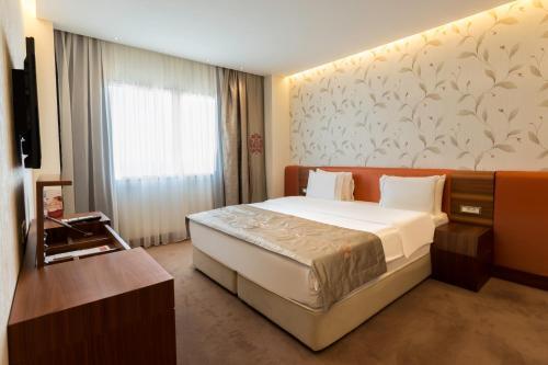 Ramada Hotel & Suites Istanbul - Atakoy фотографии номера