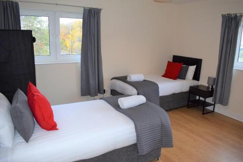 . Kelpies Serviced Apartments Callum- 3 Bedrooms- Sleeps 6