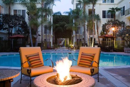 Marina Del Rey's Grand 2/2 Suite Pool View - image 3