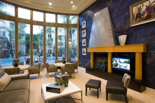 Marina Del Rey's Grand 2/2 Suite Pool View - image 4