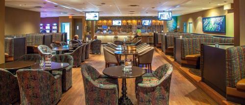 Radisson Hotel & Convention Center Edmonton - Edmonton, AB T6B 0A5