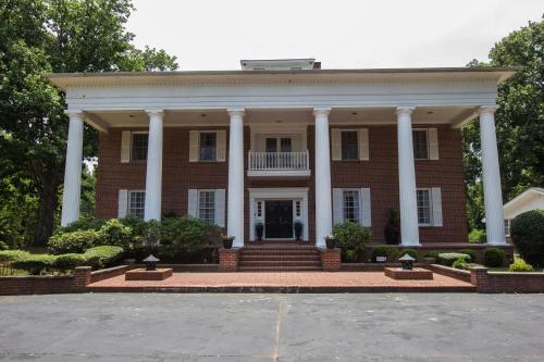 Fabulous Parties In Large Classical Atlanta Estate