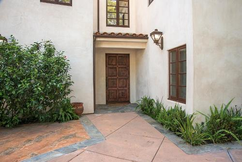 Private Spanish Villa In Central Hollywood With Pool - Los Angeles, CA 90068