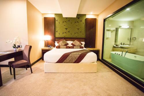 Royale Signature Hotel