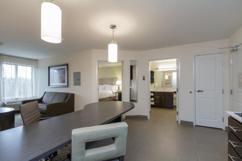Candlewood Suites Mishawaka - Mishawaka, IN 46545