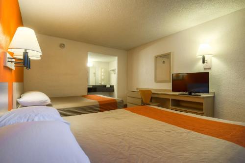 Motel 6-Rancho Mirage CA - Palm Springs - Cathedral City, CA CA 92270