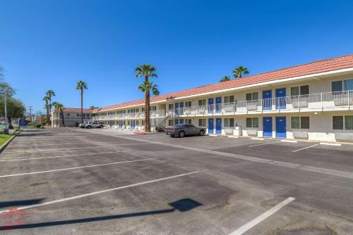 A-HOTEL com - Motel 6 Palm Springs - Rancho Mirage, Hotel