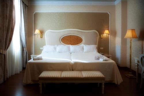 Twin Room Hotel Santa Isabel 18