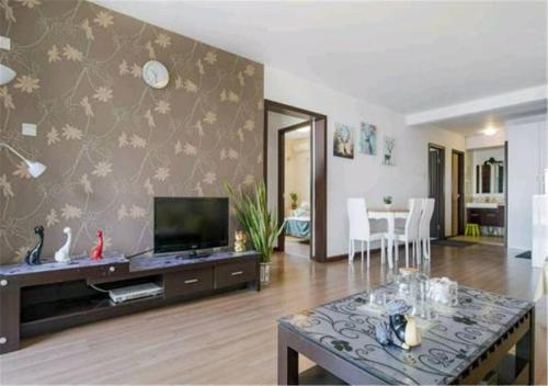 Joy City Deluxe Two-bedroom Apartment photo 5