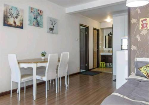 Joy City Deluxe Two-bedroom Apartment photo 6