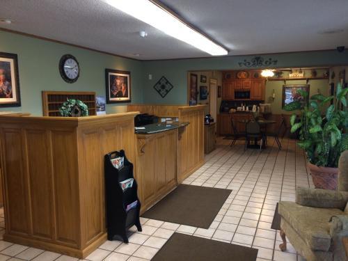 Interstate Inn - Roland, OK 74954