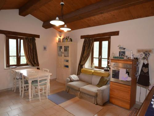 . Vintage Apartment in Emilia-Romagna near the Forest