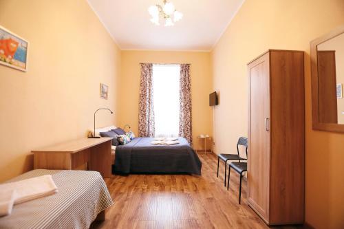 МК Отель Краски Трехместный номер с общей ванной комнатой