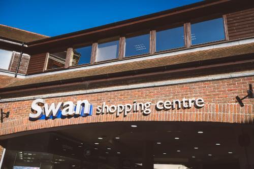 Picture of Jade - Royal Swan Quarter