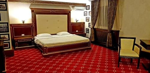 Hotel Pensiunea La Plopii Fara Sot