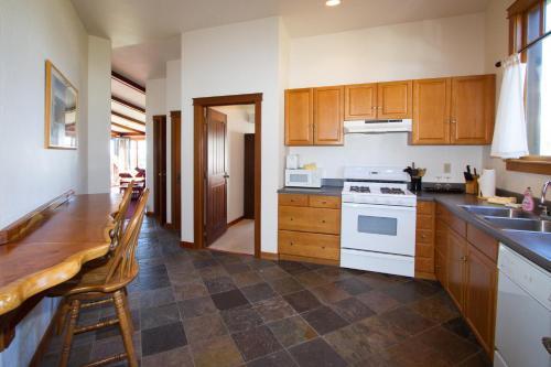 Mendocino View West - Mendocino, CA 95460