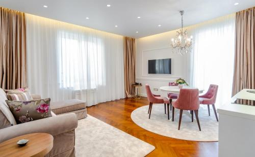 Ann Luxury Rooms - image 7