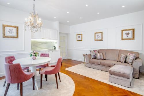 Ann Luxury Rooms - image 6