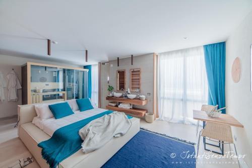 . CUMEJA Beach Club & Hotel