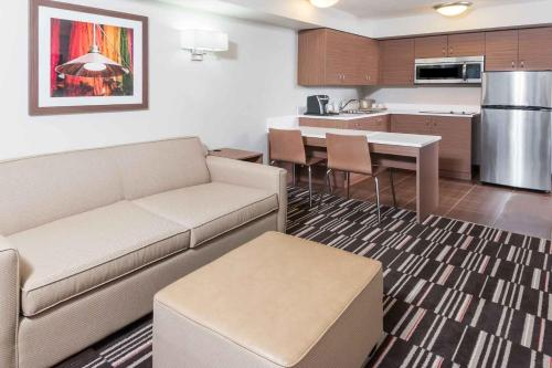 Microtel Inn & Suites by Wyndham Fort McMurray - Fort McMurray, AB T9H 5E7