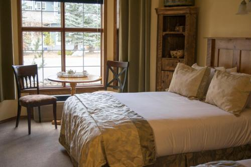 The Georgetown Inn - Canmore, AB T1W 1N4