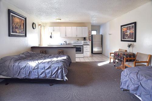 H&h Motor Lodge - Idaho Springs, CO 80452