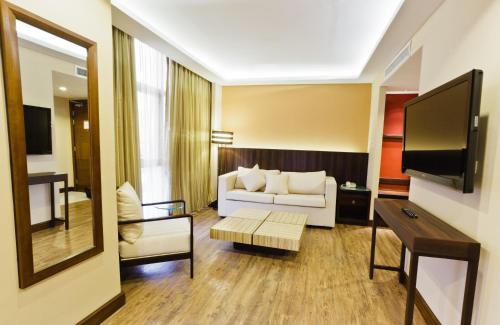 Ramada by Wyndham Manila Central room photos