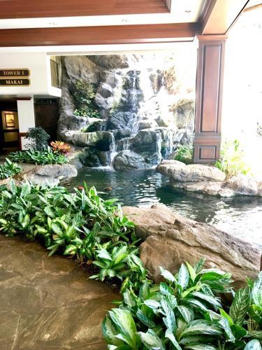 Waikiki Banyan Oceanview Luxury Suite - Honolulu, HI 96815