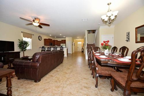 Suffolk Brand New Large House - Davenport, FL 33896
