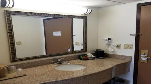 Best Western Hazlet Inn - Hazlet, NJ 07730
